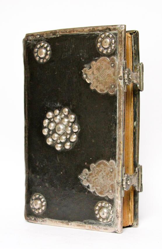 Zilveren klampen antieke bijbels zilver beslag kerkboeken 18e eeuw 19e eeuw Belgie Frankrijk Frans